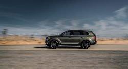 2020 Kia Telluride Driving Down Highway